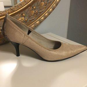 TAHARI Kitten style heels 💋❤️💃🏻 8.5M